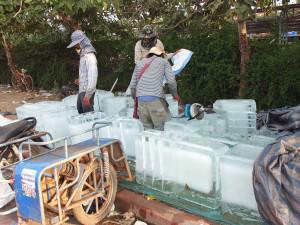 cargando-hielo-en-la-frontera