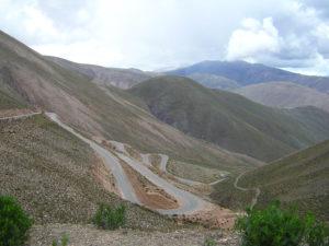 carretera-a-purmamarca-nubesviajeras