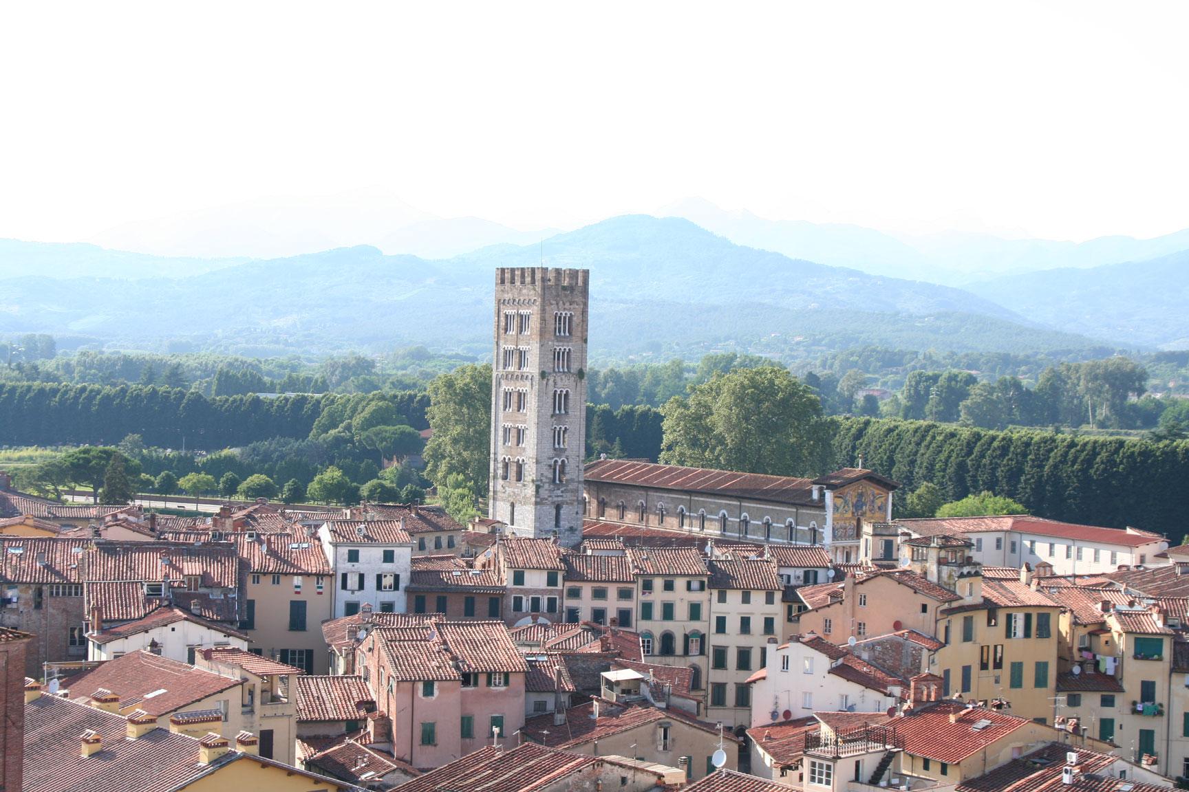"""Lucca, la ciudad de """"las 100 torres y las 100 iglesias"""""""