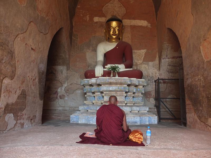 Bagán, un paseo en bici entre sus templos
